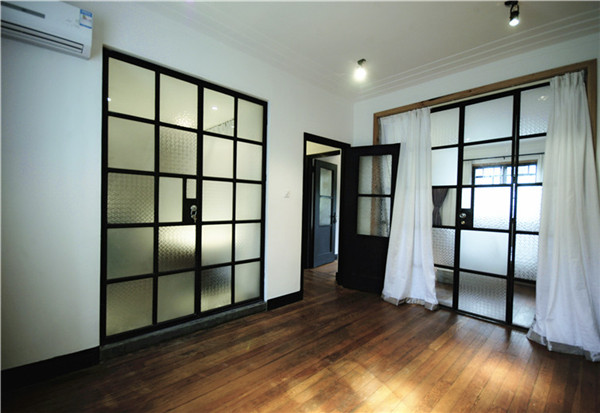 Shanghai old apartment for rent Xintiandi and French Concession