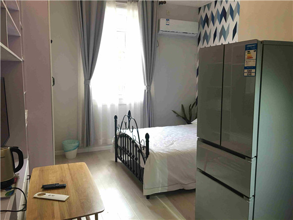 Shanghai studio for rent on Jing an West nan jing road for expats