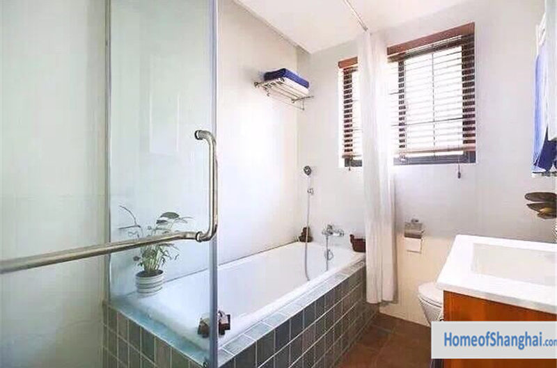 Shanghai Old apartment in old house for rent in French concession